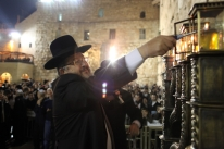Yehuda Deri (R) , Chief Rabbi of the southern Israeli city of Beersheba and The Western Wall Rabbi Shmuel Rabinovitch (L) light Chanukah candles at the Western Wall in Jerusalem on December 12, 2012. Photo by Yoav Ari Dudkevitch / FLASH90 *** Local Caption *** éäåãä ãøòé äøá øáé ùîåàì øáéðåáéõ çðåëä ëåúì