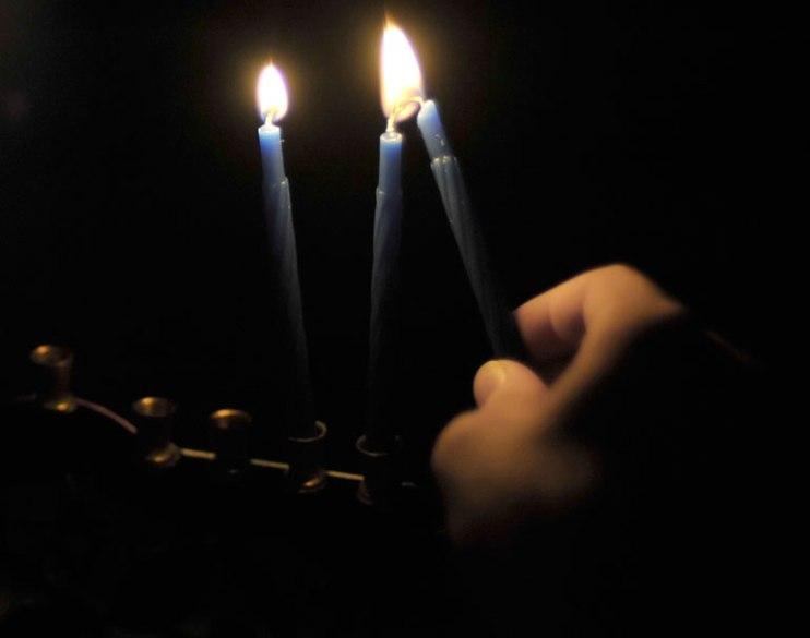 new-9125-cj-lights-night-2-candles